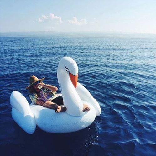 Nafukovací lehátko Bílá labuť